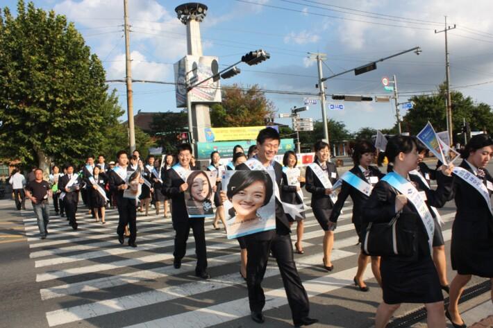 G-20 재무장관·중앙은행총재회의 자원봉사단 가두 캠페인 관련 사진
