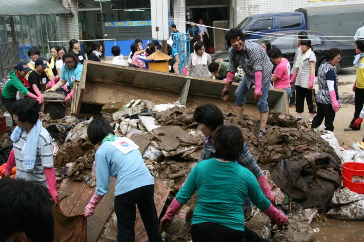 우면산 산사태 피해 복구 자원봉사