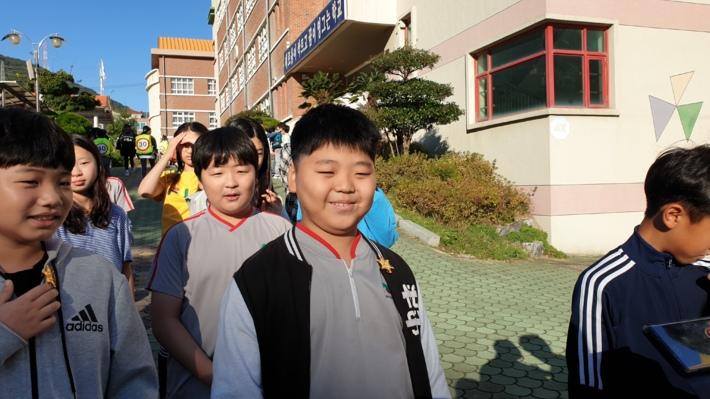 신안초 안전보안관 배지 수여, 노란발자국 설치^^