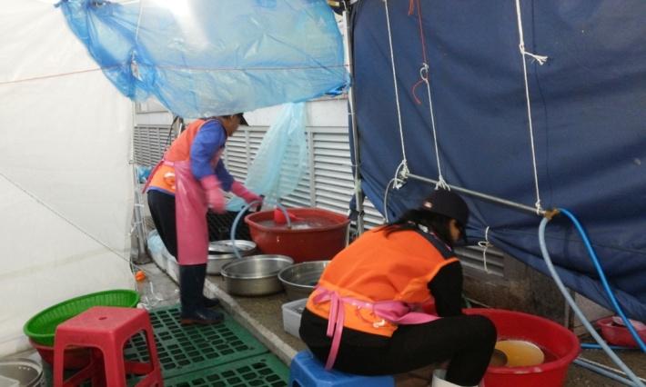 세월호 침몰 참사 관련 자원봉사활동 현장(진도실내체육관 급식 지원 )