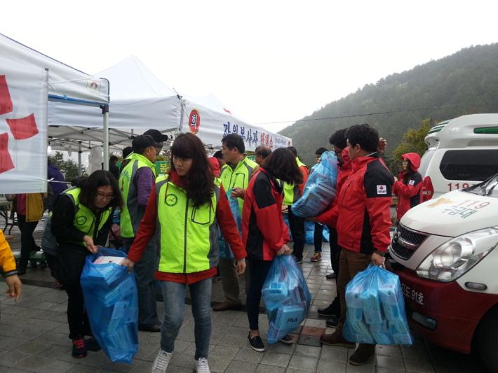 세월호 침몰 참사 관련 자원봉사활동 현장(진도체육관 자원봉사자 안내소)